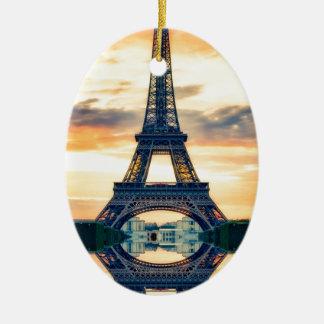 Eiffel-Turm-Paris-Abends-europäische Reise Ovales Keramik Ornament