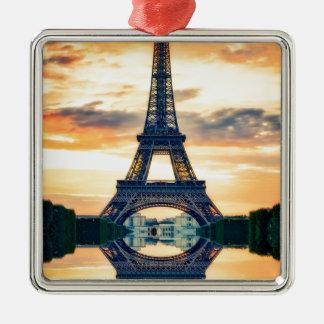 Eiffel-Turm-Paris-Abends-europäische Reise Quadratisches Silberfarbenes Ornament
