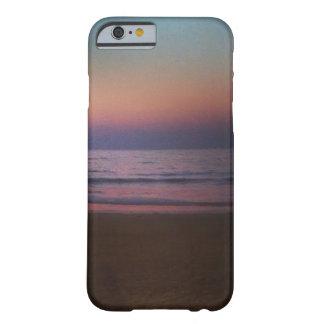 Ein Abend auf einem Strand Barely There iPhone 6 Hülle