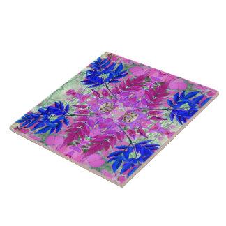 Ein abstraktes rosa blaues Blumenmuster Fliese