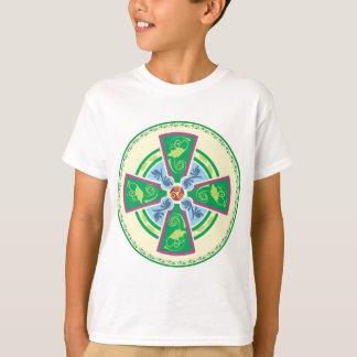 Ein aktualisiertes keltisches Kreuz T-Shirt