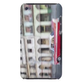 Ein altes kreuzendes Auto die Straßen von Havana,  iPod Touch Hüllen