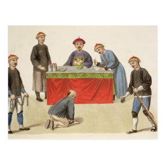 Ein Angeklagter vor einem Richter, überziehen 1 Postkarte