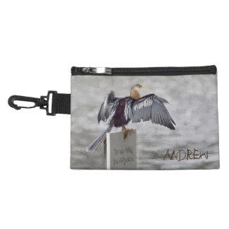 Ein Anhinga, der ihre Flügel austrocknet Kulturtasche