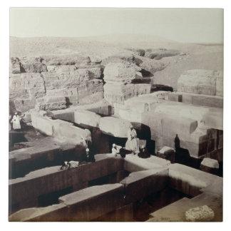 Ein ausgegrabener Tempel am Fuß der Sphinxes, 4. Keramikfliese