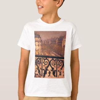 Ein Balkon in Paris durch Gustave Caillebotte T-Shirt