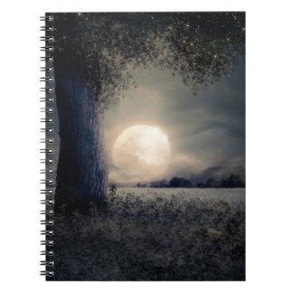 Ein Baum im Mondschein Notizblock