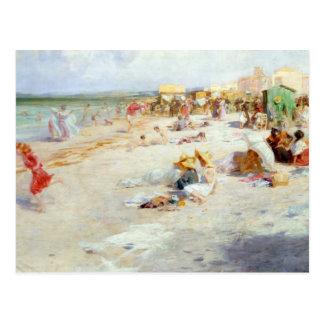 Ein beschäftigter Strand im Sommer Postkarte