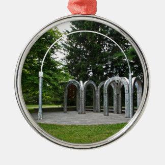Ein Bogen im Garten Silbernes Ornament