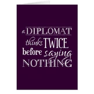 Ein Diplomat denkt zweimal, vor Sprichwort nichts Karte