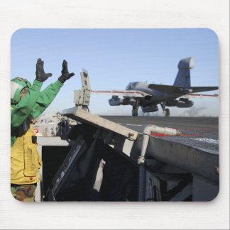 Ein EA-6B Prowler startet vom Führerraum Mousepads