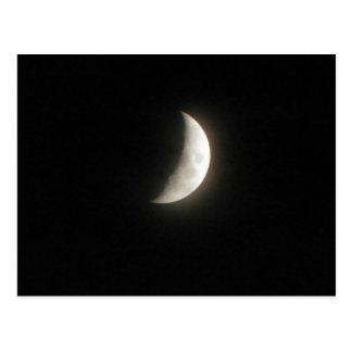 Ein einwachsender sichelförmiger Mond ein junger Postkarte