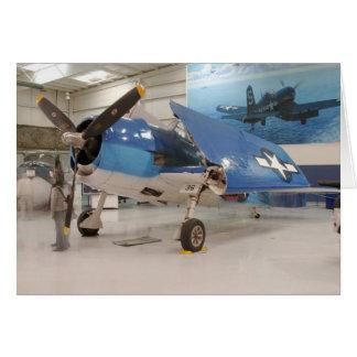 Ein F-6F Hellcat-Weltkriegkämpfer-Flugzeug an Karte
