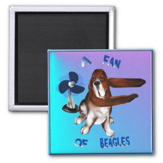 Ein Fan des Beagle-mit Buchstaben gekennzeichneten Quadratischer Magnet