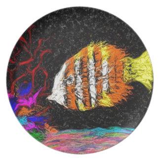 Ein Fisch von vielen Teller