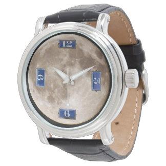 Ein französischer Mond Uhr