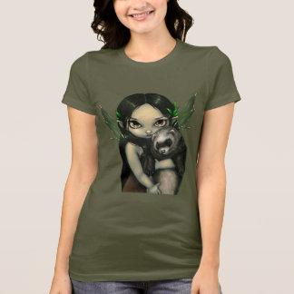 Ein Frettchen und sein feenhaftes Shirt