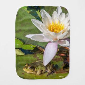 Ein Frosch unter einer Blume Spucktuch