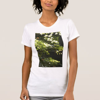 Ein Frühlingsblatt T-Shirts