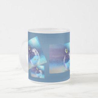 Ein Glas des Getränks Mattglastasse