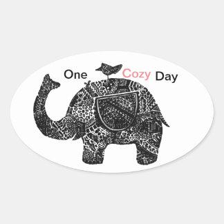 Ein glücklicher gemütlicher Tag eines Elefanten Ovaler Aufkleber