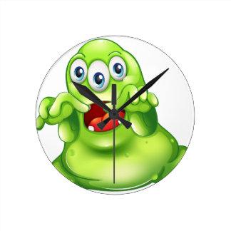Ein grünes Monster im Horror Wanduhr