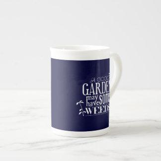 Ein guter Garten kann einige Unkräuter haben Prozellantasse