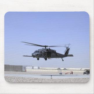 Ein HH-60G pflastern den Falken, der vom Lager Mousepad