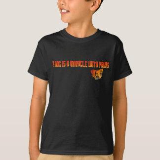 Ein Hund ist ein Wunder mit Tatzen-T - Shirt