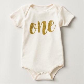 Ein jähriger niedlicher goldener baby strampler