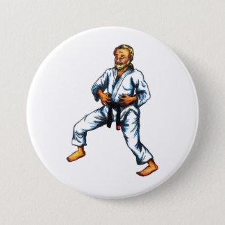 ein Karatekämpfer, der Übungen herein atmend übt Runder Button 7,6 Cm