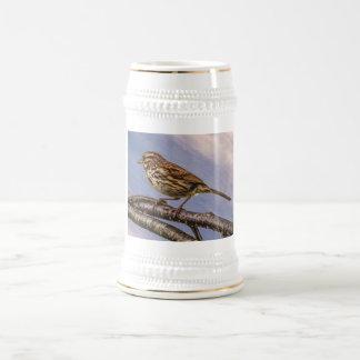 Ein kleiner Brown-Vogel Bierglas