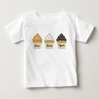 Ein kleiner Kuchen Yum Baby T-shirt