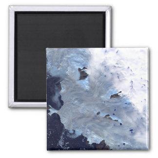 Ein kleines Feld von Gletschereinfassungen Quadratischer Magnet
