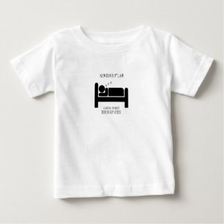 Ein Körper an der Erholung neigt, am Baby T-shirt