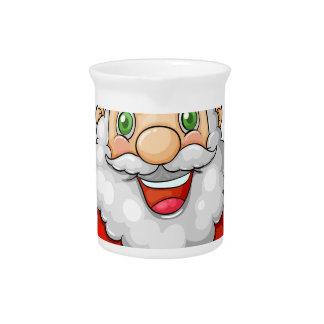 Ein lächelnder Weihnachtsmann, der einen leeren Getränke Pitcher