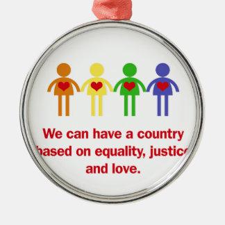 Ein Land basiert auf Gleichheit, Gerechtigkeit und Rundes Silberfarbenes Ornament