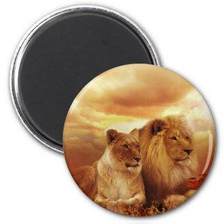 Ein Löwe-Paar auf der Savanne Runder Magnet 5,7 Cm