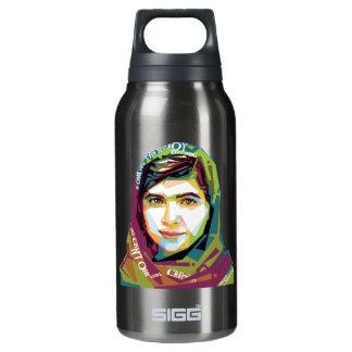 Ein Mädchen dunkles Sigg heiße u. kalte Flasche