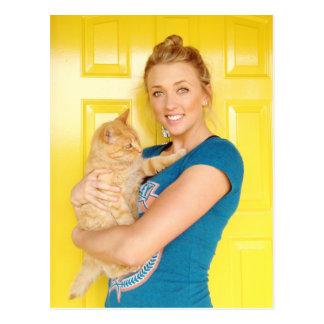 Ein Mädchen und ihre Katze Postkarte