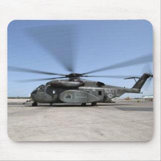 Ein MH-53E Seedrachehubschrauber Mousepads