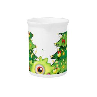 Ein Monstertanzen vor den Weihnachtsbäumen Getränke Pitcher