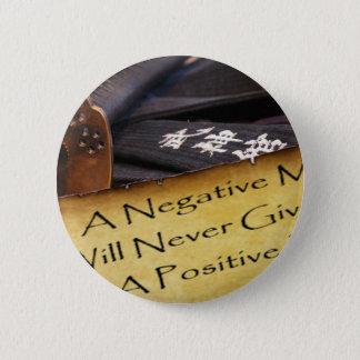 Ein negativer Verstand gibt Ihnen apositive Leben Runder Button 5,1 Cm