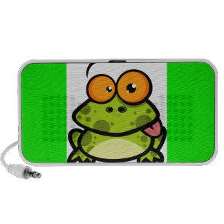 Ein niedlicher und grüner gepunkteter Frosch mit o Mini Lautsprecher