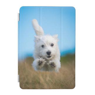 Ein niedlicher Westhochland-Terrier-Welpen-Betrieb iPad Mini Cover