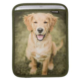 Ein Porträt eines golden retriever-Welpen Sleeve Für iPads