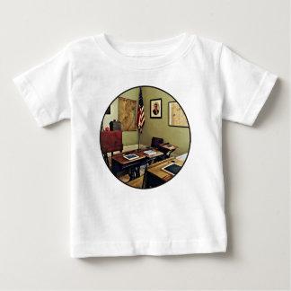 Ein Raum-Schulhaus in New-Jersey Baby T-shirt