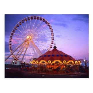 Ein Riesenrad und ein Karussell am Marine-Pier Postkarte
