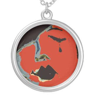 Ein Riss, Kunst-Halskette