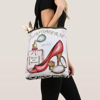 Ein roter Schuh, eine Flasche Parfüm und erröten Tasche
